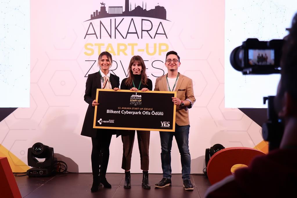 Türkiye'nin ilk startup zirvesi olan ve bu yıl 13. kez düzenlenen Ankara Startup Zirvesi'nin kazananı Dijital Çağ Atölyesi! 🚀